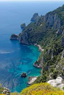 View from the park on cliff with Faraglioni rocks, Villaの写真素材 [FYI02341777]