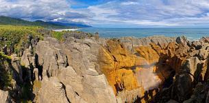 Pancake Rocks, bizarre limestone cliffs, Paparoa Nationalの写真素材 [FYI02341813]