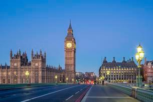 Big Ben and Westminster Palace at dawn, Westminster Bridgeの写真素材 [FYI02341877]