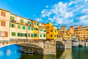 Ponte Vecchio bridge over Arno River, Florence, Tuscanyの写真素材 [FYI02341885]