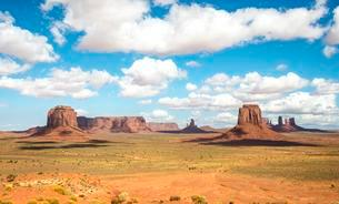 Scenic Drive, Table Mountains, Monument Valley, Monumentの写真素材 [FYI02341912]