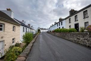 Typical terraced houses, Port Charlotte, Isle of Islayの写真素材 [FYI02341922]