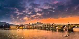 Moldova, Charles Bridge, St. Vitus Cathedral, Pragueの写真素材 [FYI02341936]