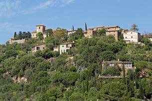 Townscape of Deia, Majorca, Spain, Europeの写真素材 [FYI02341941]