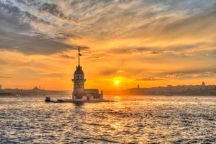 Lighthouse, Maiden's Tower, Kiz Kulesi, at sunset, islandの写真素材 [FYI02341950]