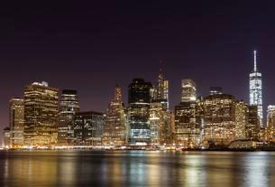 Skyscrapers, skyline at night, Manhattan, New York Cityの写真素材 [FYI02341974]