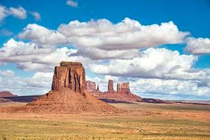 Scenic Drive, mesas, Merrick Butte, Monument Valleyの写真素材 [FYI02341983]