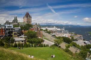 Chateau Frontenac with Dufferin terrace and Old Cityの写真素材 [FYI02342005]