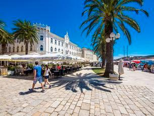 Riva Promenade and Palazzo, Old Town Trogir, UNESCO Worldの写真素材 [FYI02342008]