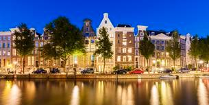 Typical canal houses along the Keizersgracht canal, canalの写真素材 [FYI02342011]