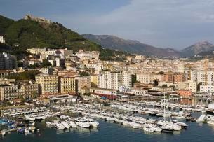 Yachts and pleasure craft in Salerno marina, Campaniaの写真素材 [FYI02342019]