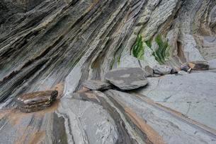 Flysch, rock layer on the coast of Deba, Guipuzcoaの写真素材 [FYI02342030]