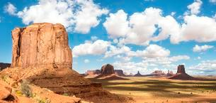 Scenic Drive, Table Mountains, Monument Valley, Monumentの写真素材 [FYI02342041]