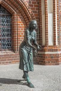 Sculpture Grete Minde at town hall Tangermunde, died inの写真素材 [FYI02342054]