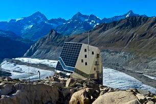 Solar panel on the Monte Rosa Hut, Zermatt, Valaisの写真素材 [FYI02342117]