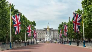 Buckingham Palace with Queen Victoria Memorial and Greatの写真素材 [FYI02342120]