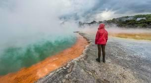 Woman standing on edge of Champagne Pool, hot springの写真素材 [FYI02342185]