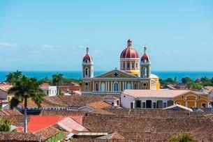 View of cathedral of Nuestra Senora de la Asuncionの写真素材 [FYI02342196]