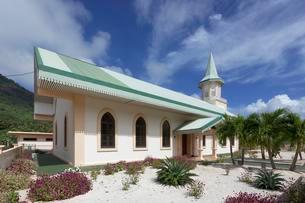 Catholic Church, Vaitape, Bora Bora Island, Societyの写真素材 [FYI02342207]