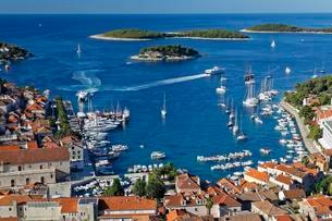 View from fortress Spanjola on harbor and city Hvar, islandの写真素材 [FYI02342226]
