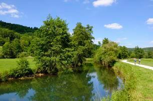 River Pegnitz near Vorra, Pegnitz Valley, Hersbrucker Albの写真素材 [FYI02342233]