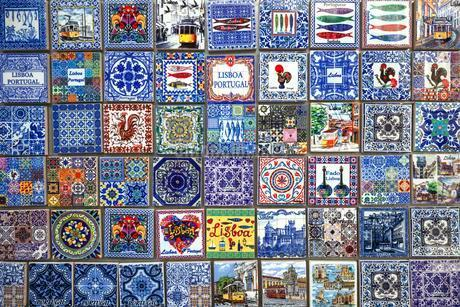 Souvenirs, miniatures of traditional Azulejo tiles, Lisbonの写真素材 [FYI02342257]