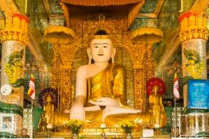Huge Buddha in Shin Pin Nan Kain, Sagaing or Sagaingの写真素材 [FYI02342263]