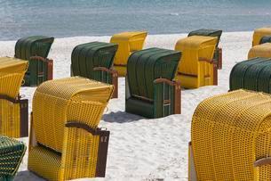 Beach chairs, Seebad Binz, Rugen, Mecklenburg-Westernの写真素材 [FYI02342276]