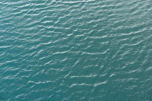 Water surface, small waves on a lake, near Hrauneyjarの写真素材 [FYI02342283]
