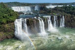 Rainbow over the Iguazu Falls, View from the Brazilianの写真素材 [FYI02342289]
