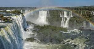 Rainbow over the Iguazu Falls, View from the Brazilianの写真素材 [FYI02342290]
