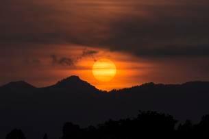 Sunset over Allgauer Bergen, Silhouette, Bad Hindelangの写真素材 [FYI02342303]