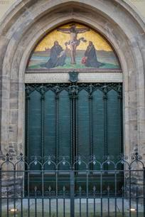 Thesis door at the castle church, Luther city Wittenbergの写真素材 [FYI02342305]