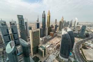 Skyscrapers and streets, Dubai, United Arab Emirates, Asiaの写真素材 [FYI02342332]