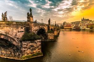 Moldova, Charles Bridge, St. Vitus Cathedral, Pragueの写真素材 [FYI02342395]