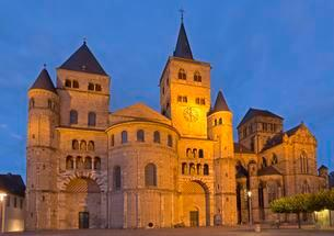 High Cathedral and Church of Our Dear Lady, Trier, Moselleの写真素材 [FYI02342411]