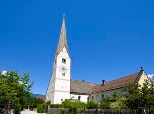 Old parish church St. Martin, district Garmischの写真素材 [FYI02342467]