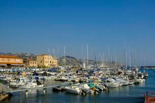 Boats in Port, San Remo, Riviera di Ponente, Liguriaの写真素材 [FYI02342522]