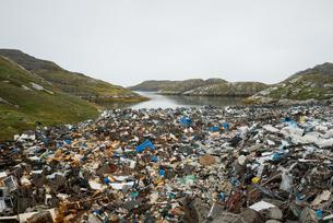 Garbage dump at the sea, Paamiut, West Greenlandの写真素材 [FYI02342537]