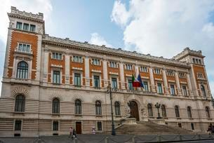 Palazzo Montecitorio, Italian Parliament, Piazza delの写真素材 [FYI02342542]