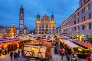Christmas market, Perlach Tower and Town Hallの写真素材 [FYI02342550]