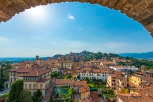 View of Bergamo from the old town tower Campanone Torreの写真素材 [FYI02342569]