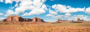 Scenic Drive, Table Mountains, Monument Valley, Monumentの写真素材 [FYI02342572]