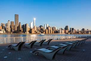 Skyline of Manhattan, View from Long Island Cityの写真素材 [FYI02342581]