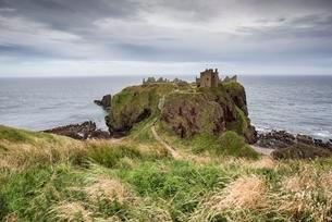 Dunnottar Castle, North Sea coast near Stonehavenの写真素材 [FYI02342593]