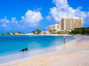 Turtle Beach, Jamaica Grande Hotel at the back, Ocho Riosの写真素材 [FYI02342601]