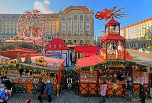 Striezelmarkt, Christmas market at Altmarkt, Dresdenの写真素材 [FYI02342616]