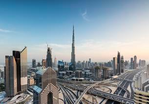 View of skyline from Shangri La Hotel with Sheikh Zayedの写真素材 [FYI02342663]