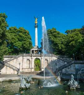Angel of Peace with dolphin fountain, Munich, Upperの写真素材 [FYI02342693]