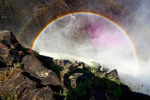 Double Rainbow at Victoria Falls, Livingstone, Zambiaの写真素材 [FYI02342750]